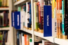 Free Books On Shelf In Library Stock Photo - 93557420