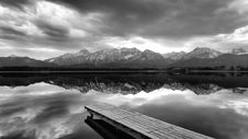 Free Mountains Reflecting On Lake Stock Photo - 93557620
