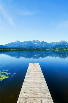 Free Wooden Pier On Lake Royalty Free Stock Images - 93557789