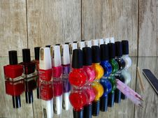 Free Colorful Nail Polish Bottles Stock Photography - 93558602