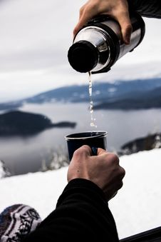 Free Pouring Hot Drink At Mountain Royalty Free Stock Photography - 93559307