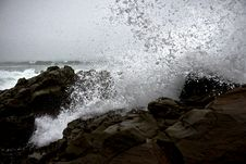 Free Waves Crashing On Rocks Stock Photo - 93559640