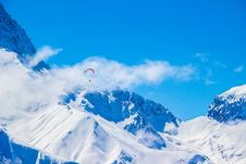 Free Snowy Mountains Paragliding Royalty Free Stock Photography - 93560267