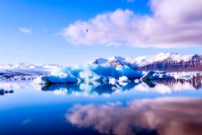 Free Beautiful Lake Surrounded By Mountains And Icebergs  Stock Photo - 93561270
