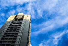 Free Modern Architecture Against Blue Skies Royalty Free Stock Photos - 93561718