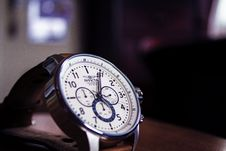 Free Analogue Wristwatch Royalty Free Stock Images - 93563299