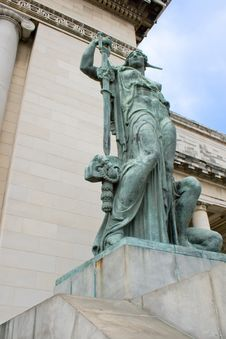 Free Statue At Capitol In Havana Stock Image - 9361651