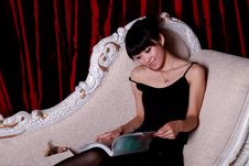 Free Asian Girl Reading Stock Photography - 9363602