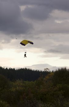Free Tandem Paragliders Descending Stock Photography - 9368982