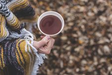 Free Hand Holding Hot Beverage Royalty Free Stock Photography - 93617647