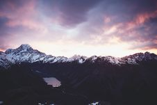 Free Sunrise Over Snow Capped Mountains Royalty Free Stock Photos - 93617648