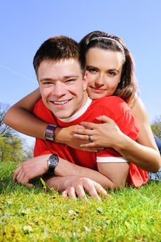 Free A Happy Couple On A Green Meadow Royalty Free Stock Images - 9378229