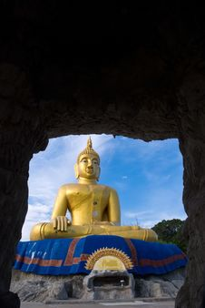 Free Buddha From A Cave Royalty Free Stock Photography - 9378877