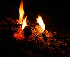 Free Fading Campfire Stock Photography - 93731972
