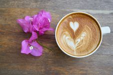 Free Cup Of Latte With Flowers Stock Photo - 93732090