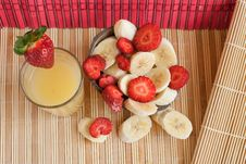 Free Tropic Lunch: Cut Bananas And Strawberries (2) Royalty Free Stock Photos - 9381958