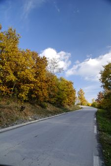 Free Road In Autumn Royalty Free Stock Photos - 9384418