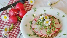 Free Plate Of Sliced Radishes Royalty Free Stock Photo - 93866865
