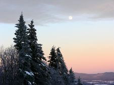 Free Wintery Moonrise Royalty Free Stock Image - 9395936