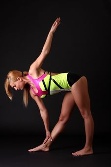 Free Fitness Woman In Gymnastic-dress Royalty Free Stock Photos - 9399488