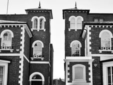 Free Brick Houses In Black And White Stock Image - 93999551