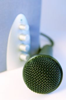 Free Plug And Sing Or Listen Royalty Free Stock Images - 944899