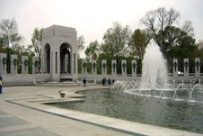 Free Fountain At WWII Memorial Royalty Free Stock Photo - 946495