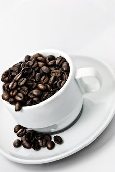 Free Coffee Beans In A Coffee Cup Royalty Free Stock Photography - 9404517