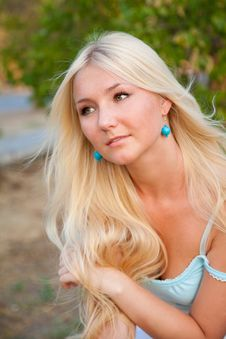Free Lovely Beautiful Blonde Woman Outdoor Stock Images - 9405044