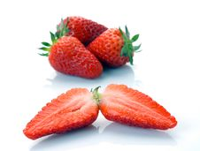 Free The Whole Strawberry And Half Royalty Free Stock Images - 9407669