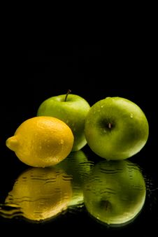 Free Apple And Lemon On Mirror Stock Images - 9408334