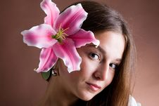 Free Young Woman Posing With A Pink Lily Royalty Free Stock Photography - 9413487