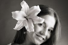 Free Young Woman Posing With A Lily Royalty Free Stock Images - 9413509