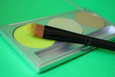 Free Green Eyeshadow And Brush Stock Image - 9418121