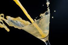 Free Spalshing Drink Royalty Free Stock Photography - 9419367