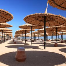 Free Blue Sky And Umbrellas On The Beach Royalty Free Stock Images - 9419529