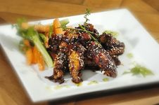 Free Grilled Chicken Wings Royalty Free Stock Images - 9424799