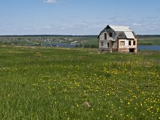 Free Abandoned House In The Green Field Royalty Free Stock Image - 9425956