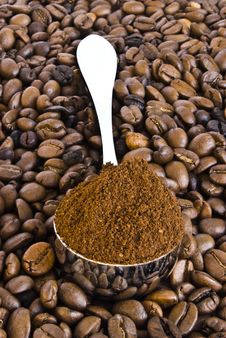Free Spoon Of Coffee On A Background Grains Royalty Free Stock Photos - 9429938