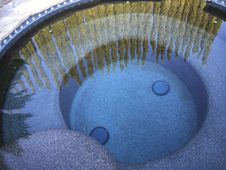 Free Pool Reflecting Hedges On Sunny Day Stock Photo - 94244050