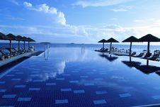 Free Infinity Pool On Waterfront Royalty Free Stock Photos - 94244058