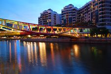 Free Colorful Bridge Along Singapore River Royalty Free Stock Images - 9430729