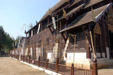 Free Wood Temple Royalty Free Stock Images - 9435539