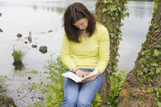 Free Woman Reading A Book Stock Image - 9435911