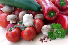 Free MIXED VEGETABLES WITH RED BELL PEPPER,TOMATO,RADIS Royalty Free Stock Photography - 9436567