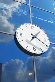 Free Clock On Glass Wall Royalty Free Stock Photos - 9445048