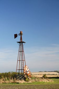 Free Derelict Prairie Windmill Royalty Free Stock Photos - 9446488