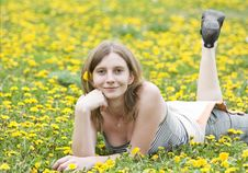 Free Blonde Girl Laying In A Meadow Royalty Free Stock Photos - 9448328