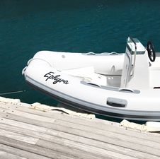 Free Watercraft Next To A Dock Royalty Free Stock Image - 94484336