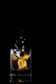 Free Tea Bag Splash Stock Image - 9450221